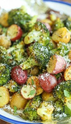 vegetable recipes Garlic Parmesan Broccoli and Potatoes in Foil - The easiest, flavor-packed side dish EVER! Wrap everything in foil, toss in your seasonings and youre set! Broccoli And Potatoes, Parmesan Broccoli, Baby Potatoes, Broccoli Meals, Cook Potatoes, Garlic Parmesan Potatoes, Grilled Broccoli, Healthy Potatoes, Vegan Parmesan