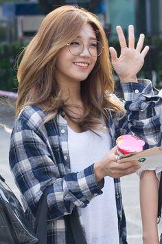 DKPOPNEWS] APink's Eunji looks cute in glasses - Celebrity News ...