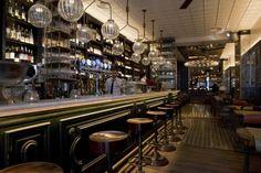 Guiños modernistas y aires de bistró en Toto, un wine bar obra de Lázaro Rosa-Violán.