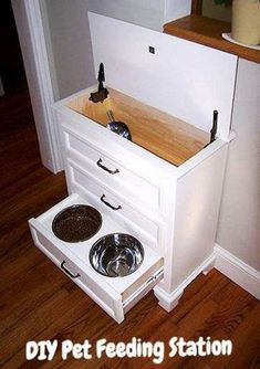 rx online DIY Pet Food Station Make from small dresser. Food is kept in top w/ scoop. D… DIY Pet Food Station Make from small dresser. Food is kept in top w/ scoop. Drawers hold all pet supplies. Dog Station, Dog Feeding Station, Feeding Puppy, Pet Food Storage, Hidden Storage, Storage Ideas, Diy Storage, Outdoor Storage, Diy Projects For Dog Lovers