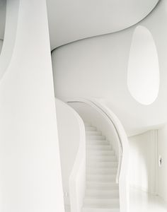 Silvio Rech, Lesley Carstens Architects, Plettenberg Bay, South Africa | white stairs architecture