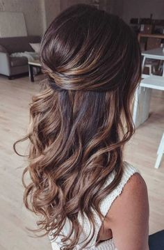 If you are a bride to be and a bit confused on what hairstyle you should go for on your wedding day then look no further. We've rounded up 39 Gorgeous Half Up Half Down Hairstyles from which you can choose. Wedding Hair Half, Wedding Hairstyles Half Up Half Down, Wedding Hairstyles For Long Hair, Gown Wedding, Wedding Cakes, Wedding Rings, Wedding Dresses, Bride Hairstyles Down, Bridal Half Up Half Down