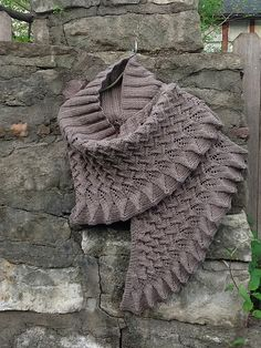 Lin-Lin Shawl pattern by Yoko Johnston Ravelry: Project Gallery for Lin-Lin Shawl pattern by Yoko Johnston Record of Knitting Yarn rotating, weaving and sewing. Knit Cowl, Knitted Shawls, Crochet Scarves, Knit Or Crochet, Crochet Shawl, Shawl Patterns, Knitting Patterns, Creation Couture, Knitting Accessories