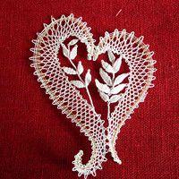 Vložit nové zboží | Fler.cz Lace Jewelry, Bobbin Lace, Happy Valentines Day, Knit Crochet, Crochet Patterns, Hearts, Brooch, Knitting, Ideas