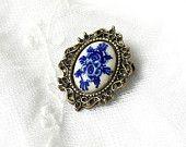 Delft blue brooch, Delft blue jewelry, blue brooch, bronze and blue, bronze brooch, Delft