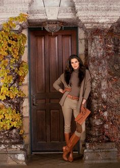 How To Wear A Brown Cardigan For Women Looks & Outfits . How to Wear a Brown Cardigan For Women looks & outfits brown trousers combination woman - Woman Trousers Cardigan Marron, Brown Cardigan, Brown Jacket, Look Fashion, Winter Fashion, Womens Fashion, Street Fashion, Classic Fashion, Petite Fashion