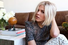 Emily Weiss - Guide To Bleach Blonde Hair Hair Day, New Hair, Corte Bob, Blonder Bob, Corte Y Color, Great Hair, Dark Hair, Blonde Hair With Dark Eyebrows, Hair Looks