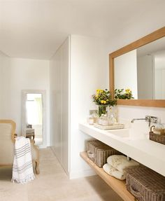 White bathroom with dressing room_ White Bathroom, Bathroom Interior, Modern Bathroom, Toilette Design, Contemporary Shower, Bathroom Design Inspiration, Bathroom Pictures, Bathroom Renovations, Ideal Home