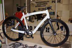 MunichComposites-Blackbraid-Interbike.jpg http://www.core77.com/blog/materials/weaving_a_bicycle_the_racebraid_by_jacob_haim_and_munich_composites_23902.asp