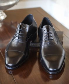Carmina Shoemaker Captoe Oxford in Black Calf