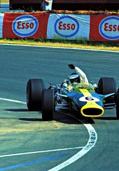 """ Jim Clark / Lotus-Ford. Bugatti Circuit, Le Mans, French Grand Prix. 1967 ""… - https://www.luxury.guugles.com/jim-clark-lotus-ford-bugatti-circuit-le-mans-french-grand-prix-1967/"