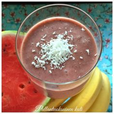 Pullantuoksuinen koti: It's Smoothie time! - Kookos-Meloni-Banaani Smoothie. Coconut-Melon-Banana Smoothie