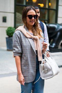 23987217558 Jessica Alba wears Max Mara MM FLAT I  otticanet  eyewear  sunglasses   summer18