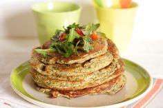Pancakes alla farina di cece nero con pomodorini e rucola/ Savory black chickpea flour pancakes with cherry tomatoes and arugula