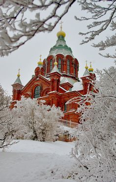 Uspenski Cathedral (Uspenskin Katedraali) in Helsinki. It's up on a hill overlooking the harbour. I didn't get close but would love to see inside. // Helsinki, Finland by Chris Bladon The Places Youll Go, Places To Visit, Visit Helsinki, Finland Travel, Voyage Europe, Thinking Day, Kirchen, Winter Scenes, Places To Travel