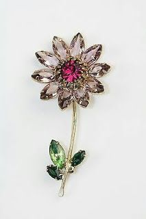 Damas Jewellery Exchange Policy also Lee Hwa Jewellery Near Me amid Vintage Antique Jewelry Box unlike Jewellery Repair Shop both Vintage Jewelry Lancaster Pa Jewelry Box, Jewelry Accessories, Fine Jewelry, Jewelry Design, Jewelry Stores, Jewlery, Antique Brooches, Antique Jewelry, Vintage Jewelry