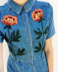🌹 We love this denim dress hand embroidered with roses using DMC embroidery threads by Embroidery On Clothes, Rose Embroidery, Embroidered Clothes, Embroidery Fashion, Embroidery Suits Design, Embroidery Designs, Tessa Perlow, Diy Crochet And Knitting, Cotton Shirt Dress