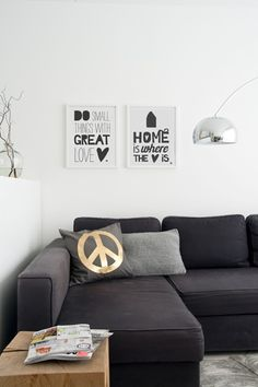charcoal sofa, white walls and nice lamp in simple lounge. Living Tv, Home Living Room, Living Room Decor, Living Spaces, Black Interior Design, Interior Styling, Charcoal Sofa, Living Comedor, Space Interiors