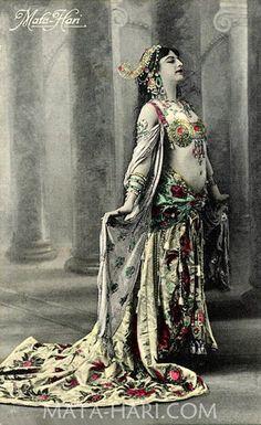 mata-hari.com-1908.jpg (470×768)