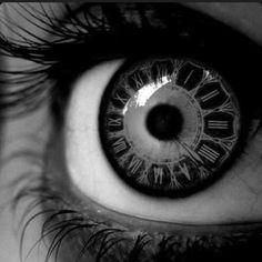Zaman gözbebeğindir.