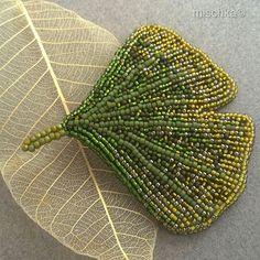 "Анна из Оломоуца, вышитая из бисера брошь ""Гинкго"". Embroidery Leaf, Embroidery Patterns, Sacred Geometry Art, String Of Pearls, Beaded Ornaments, Beaded Brooch, Leaf Art, Leaf Pendant, Bead Weaving"