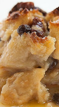 Authentic New Orleans Bread Pudding - this delicious dish will have you thinking you're having Sunday Brunch at Antoines! ❊ by patricé Bread Machine Recipes, Bread Recipes, Cooking Recipes, Raisin Recipes, Donut Recipes, Sauce Recipes, Cooking Ideas, New Orleans Bread Pudding Recipe, Pudding Desserts
