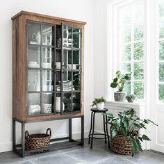 Tough cabinets in a tough interior - Decor, Home Living Room, Interior, Decor Design, Home Decor, House Interior, Home Deco, Glass Cabinet Doors, Home And Living
