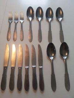 6 knive 20 cm.:100 kr/stk. , 6 skeer 20,5 cm.: 75 kr./stk. og 3 gafler 17,5 cm. 50kr./stk.