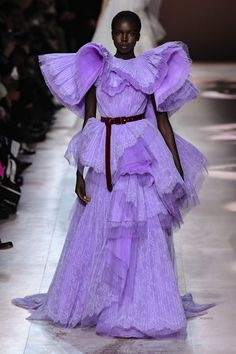 Discover recipes, home ideas, style inspiration and other ideas to try. Catwalk Fashion, Fashion Week, Fashion 2020, High Fashion, Haute Couture Style, Couture Details, Couture Week, Chanel Couture, Armani Prive