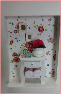 Gracioso quadrinho decorativo feminino, confeccionado em mdf, fundo em decoupage com papel importado, com tema floral delicado, mini aparador, mini perfume, mini toalhinhas. Nossa sugestão para decorar seu quarto, sala, quartinho de sua filha. Exclusividade Atelier By Dreams!!! R$ 55,90