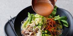 Ramen är en japansk snabbmatsrätt som kommer starkt på svenska restauranger. Vill du att din nudelsoppa ska bli riktigt god? Då är buljongen A och O. Av Gunilla von Heland Foto: Ulrika Pousette