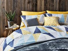 Bold and bright - this bedding is THE ONE. We can't get enough of that geometric print.