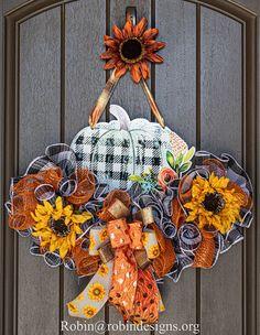 Fall Mesh Wreaths, Christmas Mesh Wreaths, Thanksgiving Wreaths, Easter Wreaths, Thanksgiving Games, Deco Wreaths, Halloween Wreaths, Thanksgiving Decorations, Christmas Diy