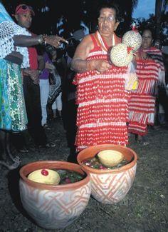 Thelma Christiaan (overleden mei 2015) bespeler van de sambura, maraca en krawasi, heeft Suriname op verschillende regionale en internationale podia uitgedragen. Zij heeft jarenlang de Inheemse Sociaal-Culturele Vereniging Juku Jume Maro (we gaan met de mieren mee) voorgezeten. Dochter Audrey Christiaan heeft deze in 2011 overgenomen.