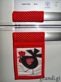 Como voltei ao trabalho essa semana, não consegui costurar muito.   Mas o que fiz trouxe para mostrar :)   Alguns produtos para a cozinha, ...
