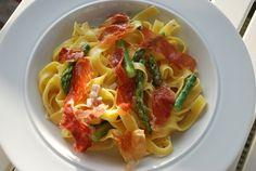 Pastaret med parmaskinke: Vi er klar med denne lækre pastaret, der er både hurtig og nem at lave. Rigtig fin hverdagsmad, men bestemt også god til gæster. Uden for sæsonen for grønne asparges, kan …