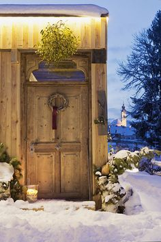 Eingang zum Saunahaus // Entrance to the sauna house Sauna House, Finnish Sauna, Relaxation Room, Cottage, Wellness, Home Decor, Relaxing Room, Farm Cottage, Door Entry