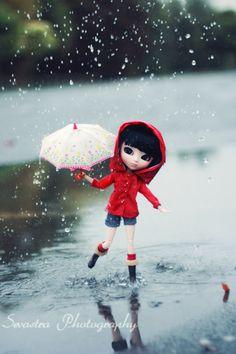 Toutes les tailles | When It Rains, via Flickr. Cute Love Pictures, Cute Cartoon Pictures, Cute Cartoon Girl, Cute Baby Wallpaper, Cute Disney Wallpaper, Cute Cartoon Wallpapers, Beautiful Barbie Dolls, Pretty Dolls, Cute Baby Dolls