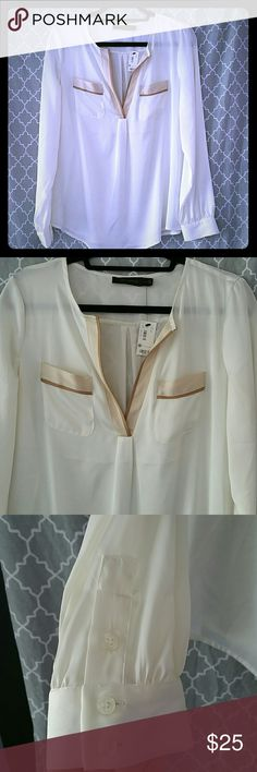The Limited blouse! This blouse is pure class! Beautiful soft flowy fabric! Cream, tan and mocha colors! Pretty pocket detail! V-neck style! Never worn! Happy Shopping! The Limited Tops Blouses
