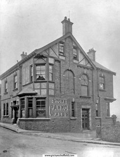 Heeley and Sheffield House, No Gleadless Road Sheffield Pubs, Sources Of Iron, Happy City, Industrial Development, Industrial Architecture, City Scene, My Town, Derbyshire, Old Pictures
