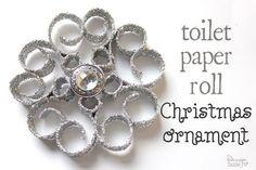 Toaletný papier váľať vianočné ozdoba.  To stojí asi $ 1 až robiť a vyzerá veľmi drahé.  dizajn Dazzle