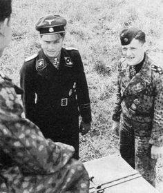 """Michael Wittmann et son tireur Balthasar """"Bobby"""" Woll qui lors de la mort de Wittmann n'était pas à son poste par mesure disciplinaire. Il échappa ainsi à la mort."""