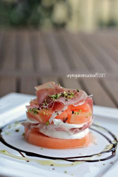 millefoglie-prosciutto,melone e mozzarella-- Wine Recipes, Gourmet Recipes, Appetizer Recipes, Healthy Recipes, Antipasto, Yummy Food, Tasty, Summer Recipes, Street Food