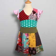 Tho is a cool upcycled dress. It reminds me of the mad hatter.