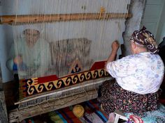 hand-made turkish rugs Loom, Road Trip, Weaving, Turkish Rugs, Handmade, Painting, Home Decor, Google, Frases