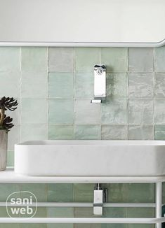 Very Small Bathroom, New Bathroom Ideas, Bathroom Inspiration, Modern Bathroom Design, Bathroom Interior Design, Kitchen Design, Home Decor Shelves, Diy Bathroom Remodel, Upstairs Bathrooms