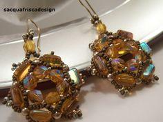 Tessitura di perline color topazio....