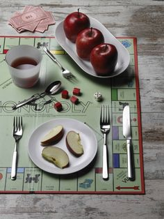 CASALI- Eating with Casali while having fun #Pintinox #posate #cutlery #everyday #miseenplace #Casali #Monopoly #boardgame #apple