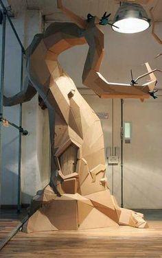 bartek-elsner- un arbre géant en carton