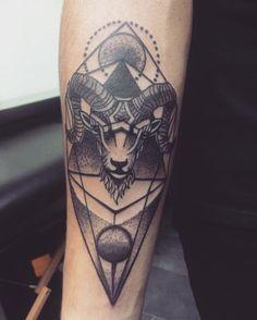 """28 To se mi líbí, 2 komentářů – Jirka Šenk (@jirka.senk) na Instagramu: """"Inked!️ Díky moc! @look_out_tattoo #tattoo #ink #zodiac #sign #ram #aries"""""""